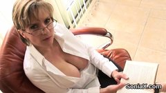 Unfaithful uk milf lady sonia exposes her huge boobies48kMh