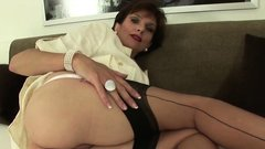 Unfaithful uk milf lady sonia presents her big hooters02CmT