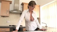 Cheating english milf lady sonia shows her big melons46LWJ