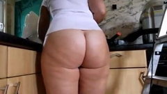 Big bum cleaning MILF