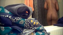 Ebony babe: My wife's plump thick ass! (hidden cam)