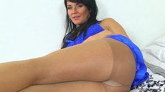 English milf Leah gets horny in tights